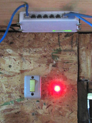 Internet hub and indicator light.jpg